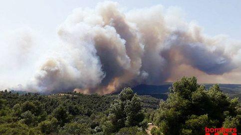 Un incendio forestal en Tarragona arrasa 2.500 hectáreas y sigue descontrolado