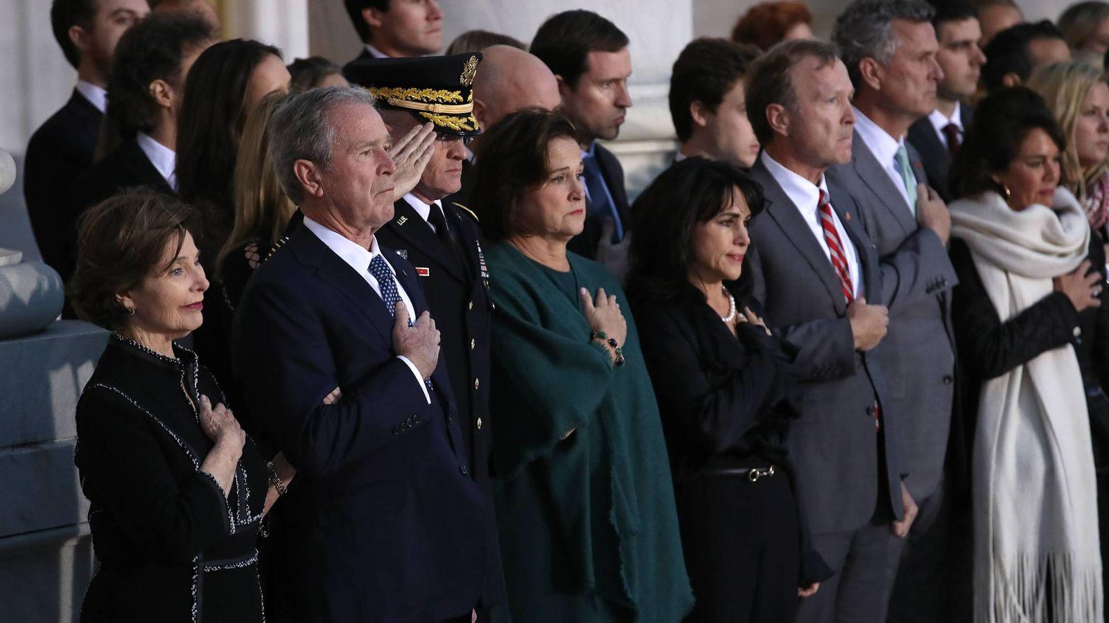 Foto: Laura y George Bush durante el homenaje en el Capitolio a George H. W. Bush. (Cordon Press)