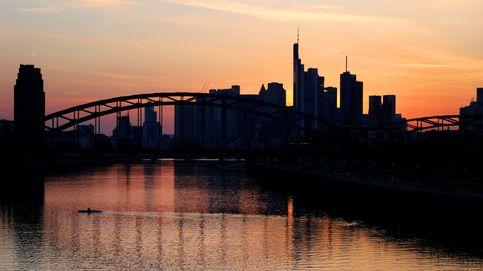 El horizonte de Frankfurt fotografiado durante la puesta de sol
