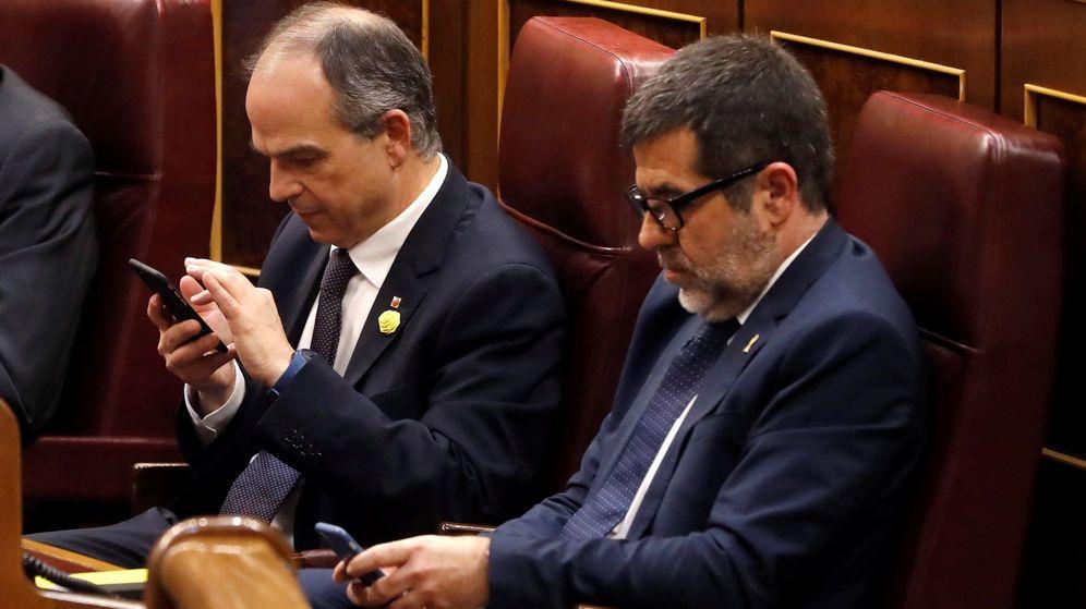 Foto: Los diputados electos en prisión preventiva Jordi Turull (i) y Jordi Sánchez. (EFE)