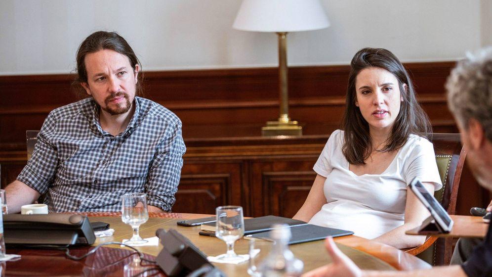 Foto: Pablo Iglesias e Irene Montero, hace un mes en una reunión política. (EFE)