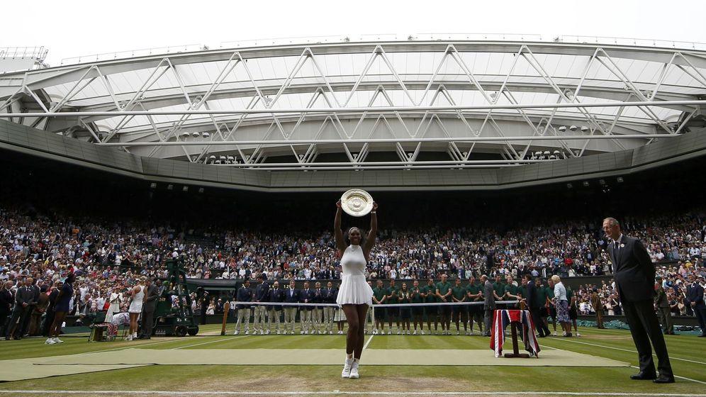 Foto: Serena Williams levantando su séptimo Wimbledon. Foto: Andrew Couldridge (Reuters)