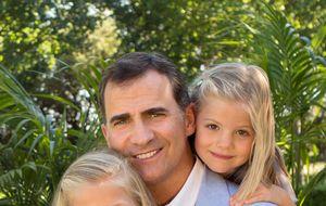 La Casa Real difunde dos fotos inéditas de Don Felipe con sus hijas