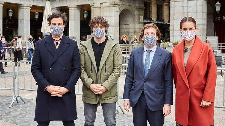 El alcalde de Madrid, junto al jurado de 'MasterChef'. (TVE)