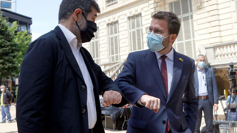 El 'president' Pere Aragonès y el secretario general de JxCAT, Jordi Sànchez. (EFE)