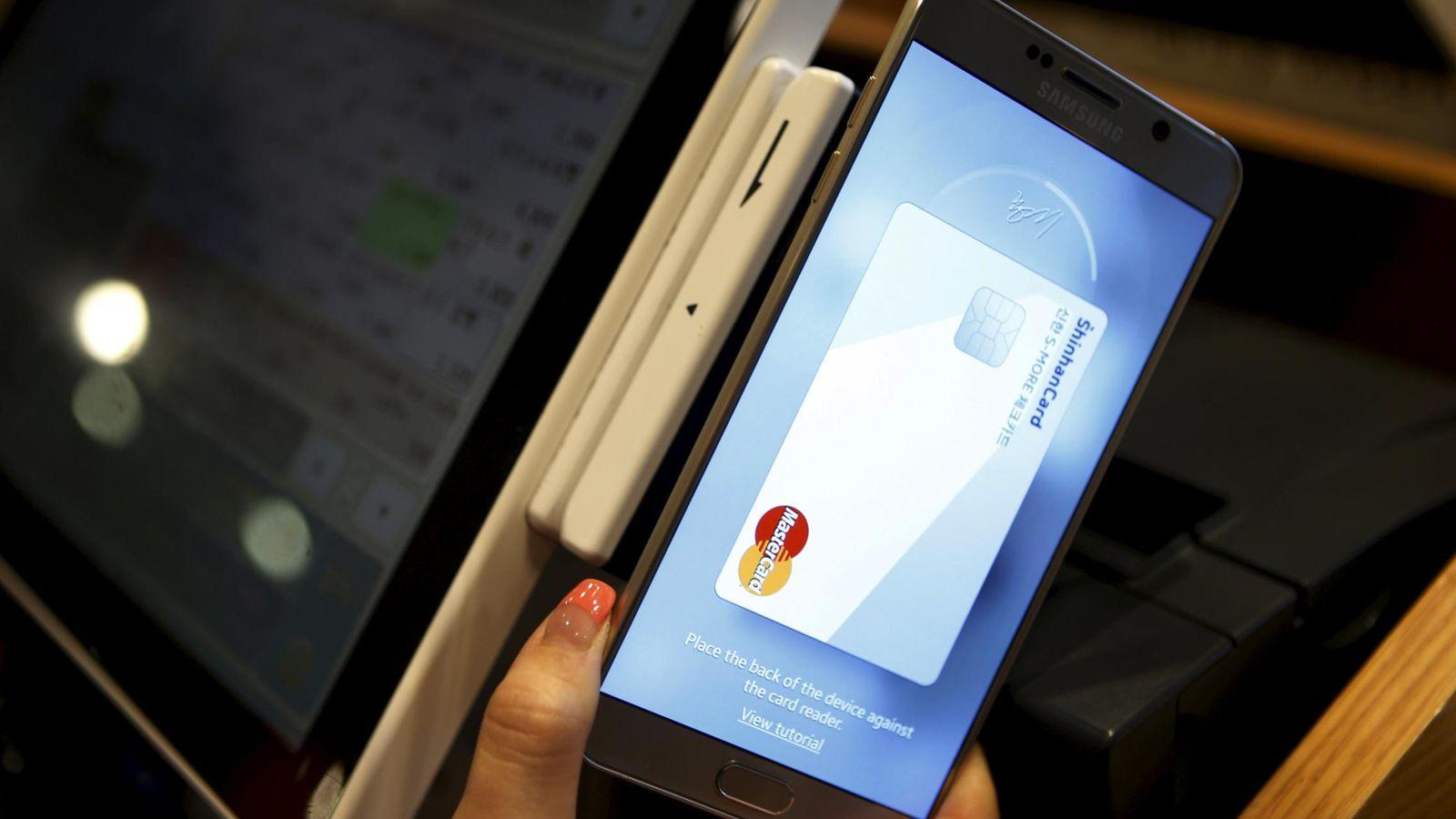 Foto: Demostración del sistema de pagos móviles Samsung Pay (Foto: REUTERS/Kim Hong-Ji)