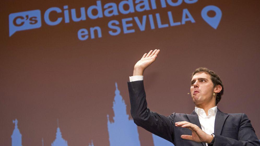 Foto:  El candidato de Ciudadanos a la presidencia del Gobierno de España, Albert Rivera, durante un acto de campaña este martes en Sevilla. (EFE)