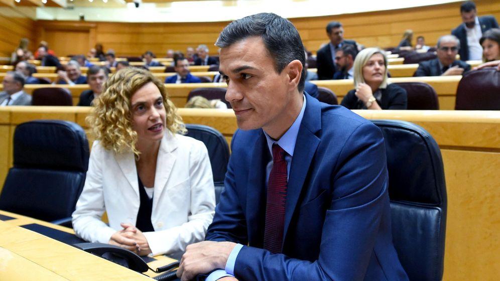 Foto: El presidente del Gobierno, Pedro Sánchez, y la ministra de Política Territorial y Función Pública, Meritxell Batet. (EFE)