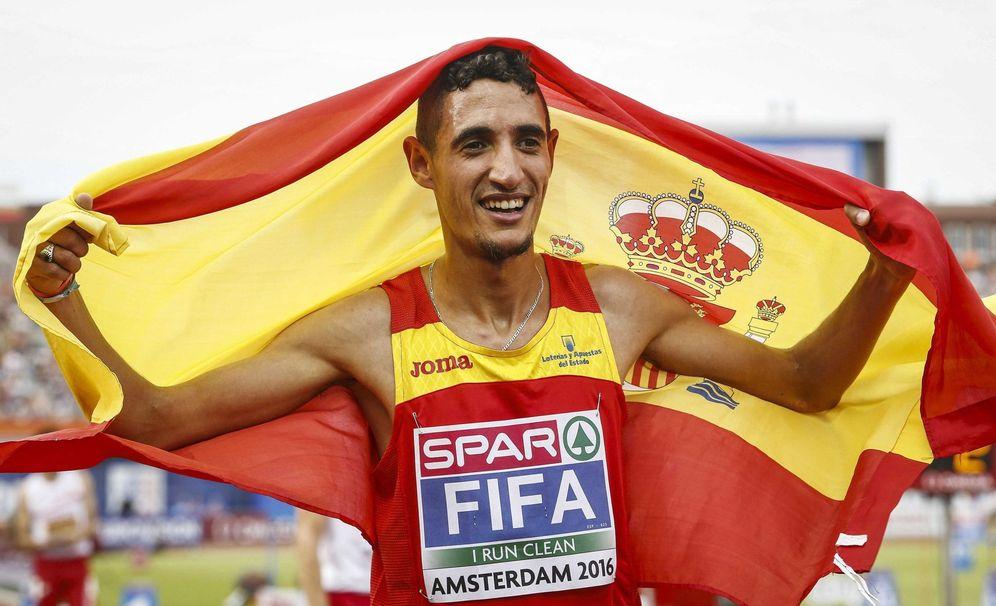 Foto: Ilias fifa, tras proclamarse campeón de Europa en 5.000 metro. (EFE)