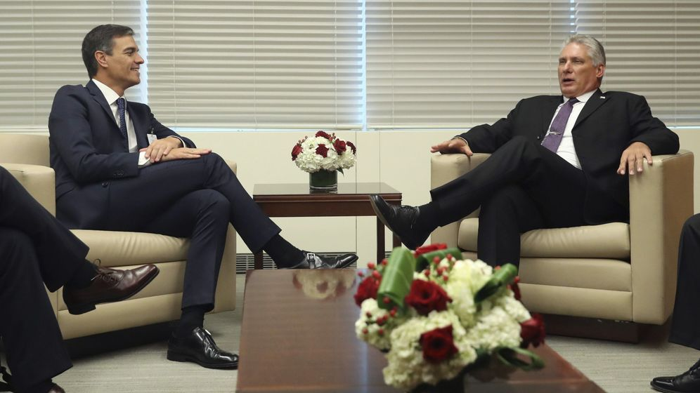 Foto:  El presidente del Gobierno español, Pedro Sánchez (i), conversa con el presidente de Cuba, Miguel Díaz-Canel (d). Foto: EFE