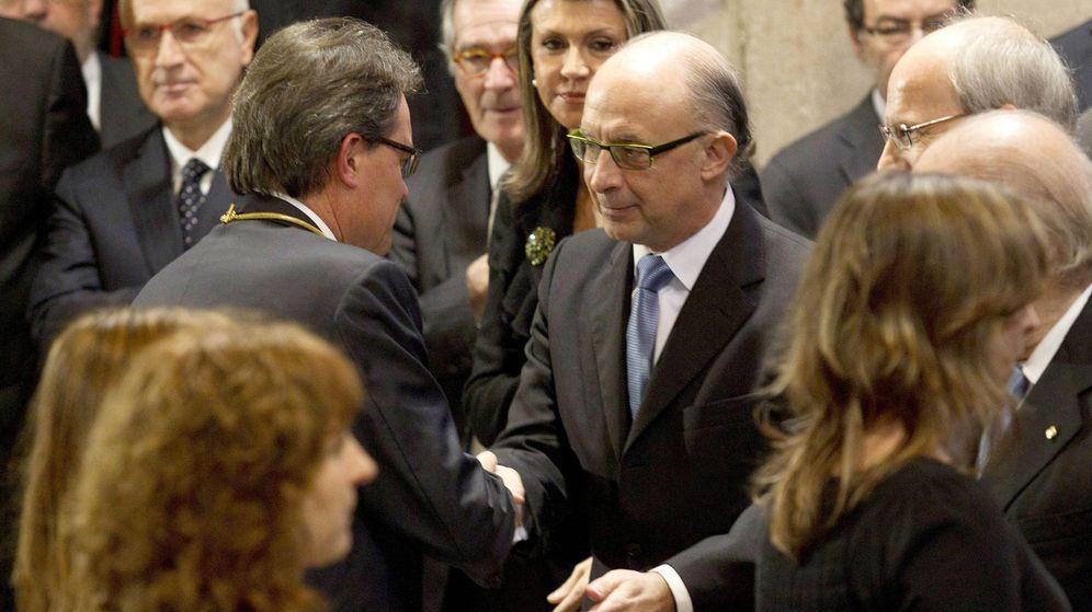 Foto: El presidente de la Generalitat en funciones, Artur Mas (i),  y el ministro de Hacienda, Cristóbal Montoro. (EFE)