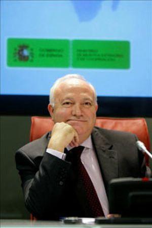 """Moratinos afirma que las negociaciones """"no se han roto"""" y que """"hay que insistir en la vía diplomática"""""""