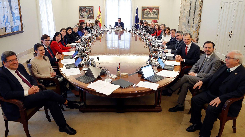 Pedro Sánchez preside el primer Consejo de Ministros de la coalición, el pasado 14 de enero en la Moncloa. (EFE)