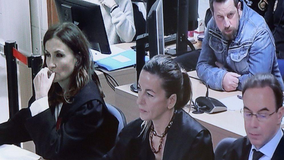 Foto: Fotografía del monitor de la sala de prensa de la Audiencia Provincial de A Coruña con José Enrique Abuín. (EFE)