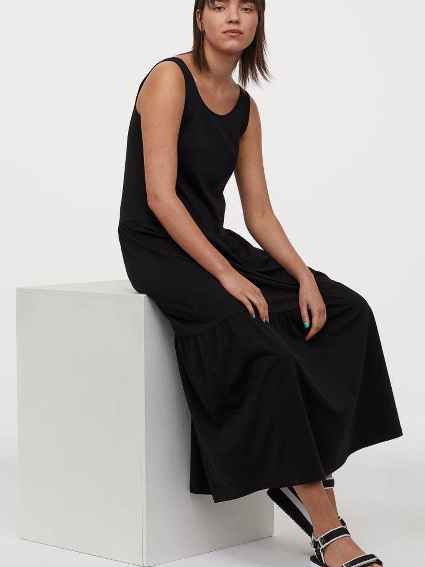El vestido negro e infalible de HyM. (Cortesía)