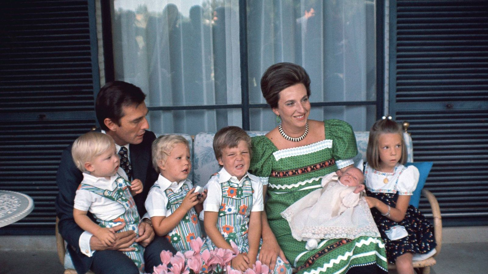 Foto: La infanta Pilar y su marido con sus cinco hijos. (Getty)