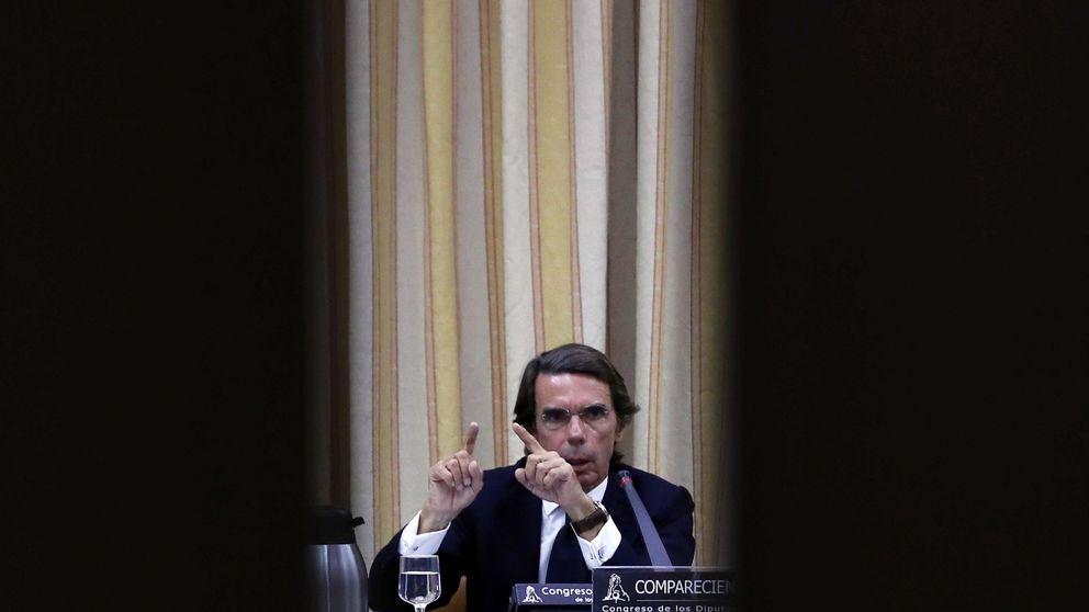 Aznar vuelve al PP y sale encantado del Congreso, dispuesto a volver y todo