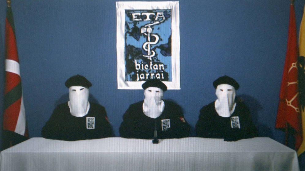 Foto: Imagen de archivo de la banda terorrista ETA en 2011. (Efe)