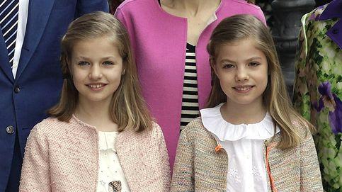 La princesa Leonor y la infanta Sofía visten de Nanos y Pili Carrera en la misa de Pascua