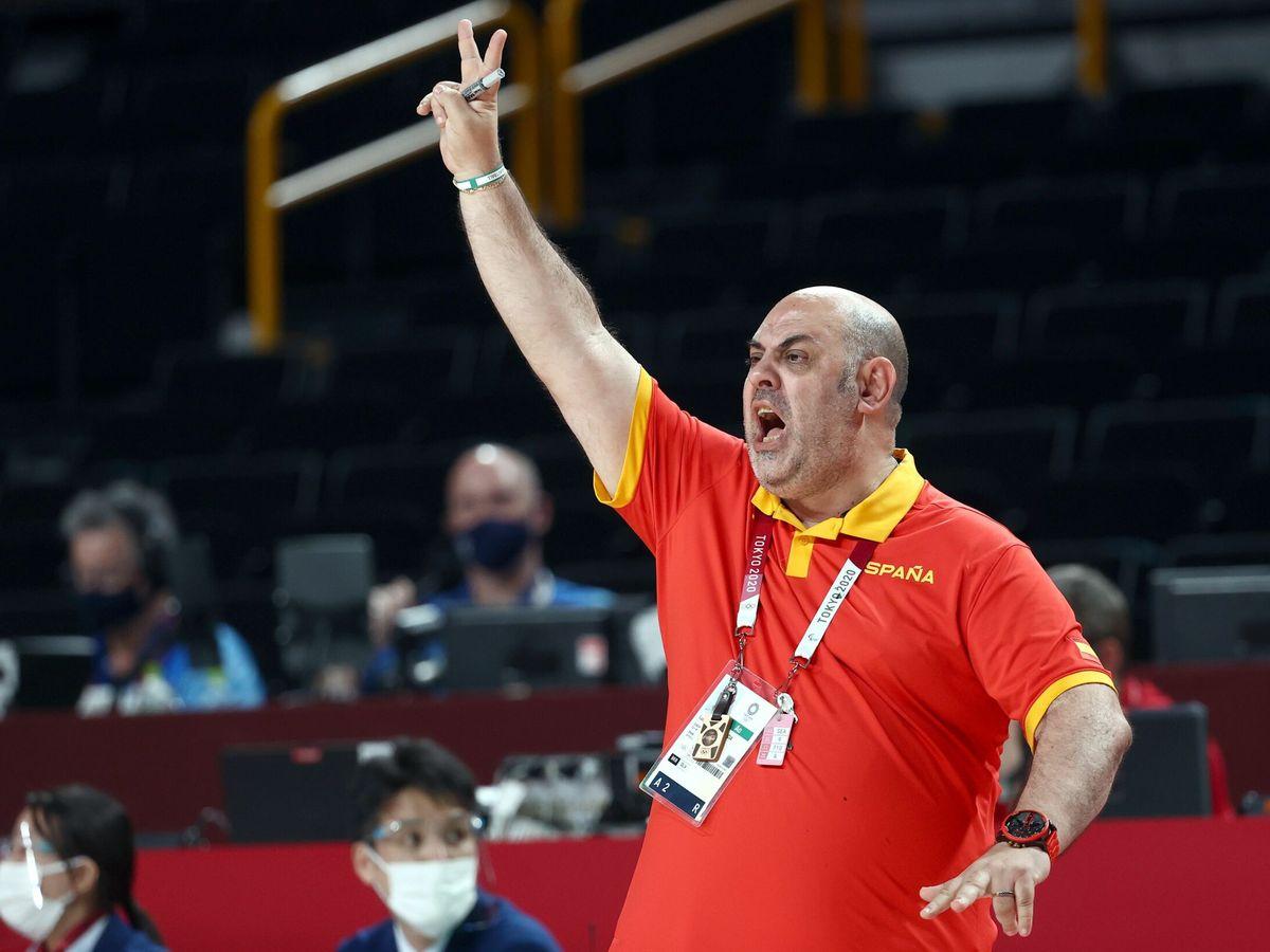 Foto: El exseleccionador, Lucas Mondelo, durante los Juegos. (EFE)