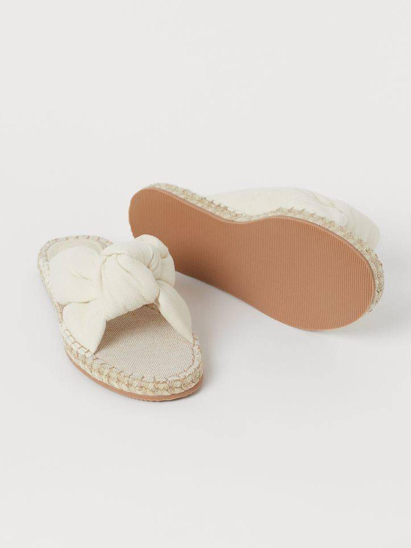 Sandalias planas de nudo de HyM. (Cortesía)