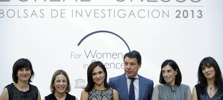 Foto: El presidente de la Comunidad de Madrid, Ignacio González, durante la entrega de los premios de investigación L'Oréal For Women in Science 2013