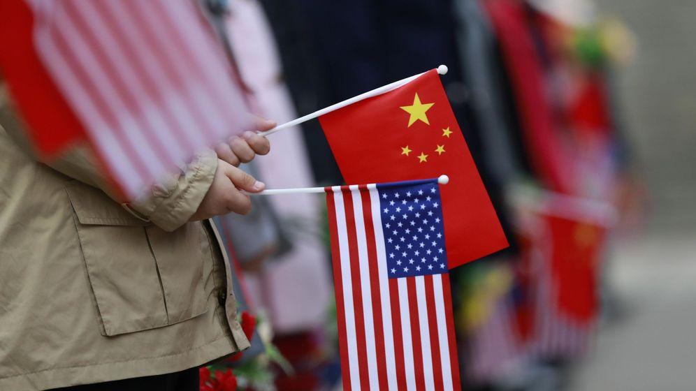 Foto: Banderas China y EEUU. (EFE)