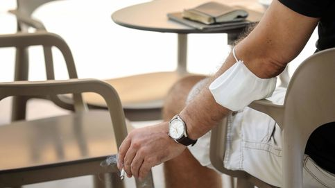 Medio centenar de multas por fumar sin distancia: la 'policía sanitaria' de Ayuso