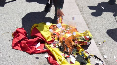 El deporte de quemar banderas de España