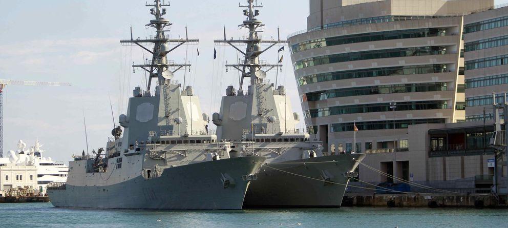 Foto: Dos fragatas de la OTAN en el puerto de Barcelona (Efe)