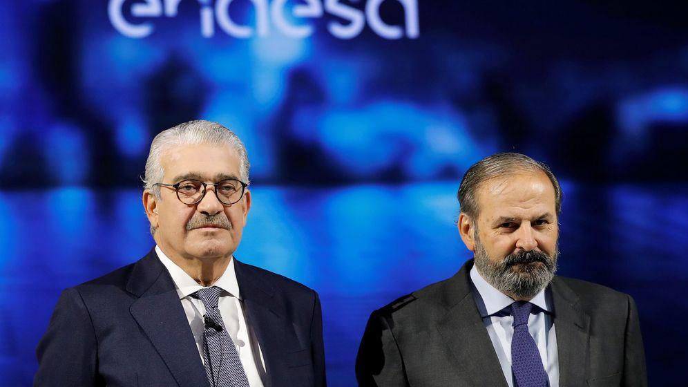 Foto: El consejero delegado de Endesa, José Bogas, junto con el presidente, Júan Sánchez-Calero. (EFE)