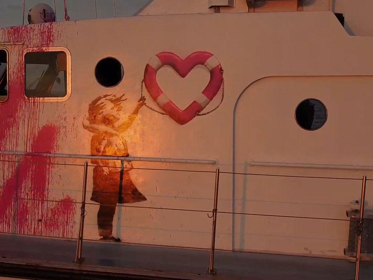 Foto: El barco financiado por Banksy para salvar refugiados en el Mediterráneo (Reuters)