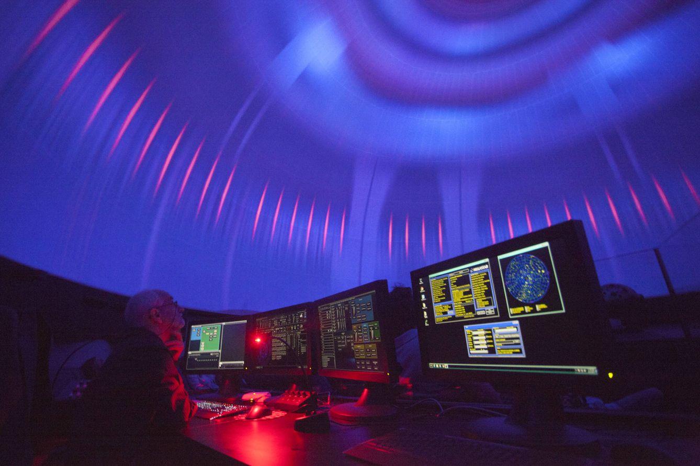 Foto: Sala de proyección del Planetario de Madrid. (Enrique Villarino)