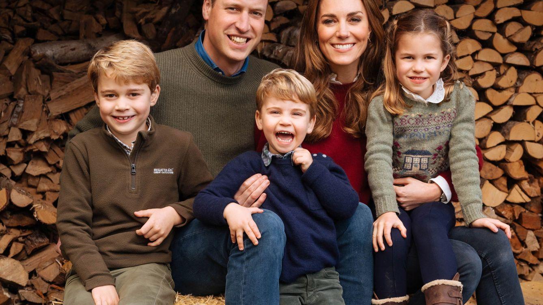 Con sus hijos y un recuerdo a su mascota: el vídeo de aniversario de Guillermo y Kate