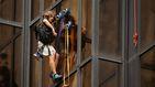 Escala la torre donde vive Donald Trump para hablar con el candidato presidencial republicano