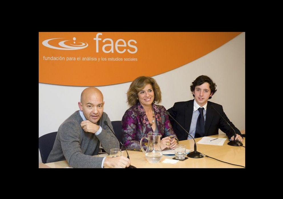 Foto: Francisco Nicolás Gómez-Iglesias con la alcaldesa de Madrid, Ana Botella, y Jaime García Legaz, Secretario del Estado de Comercio.