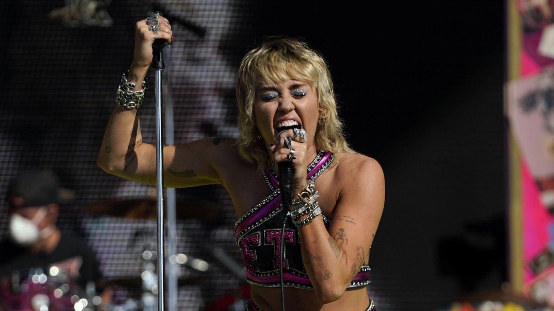 Miley Cyrus, en la previa de la Super Bowl. (Reuters)