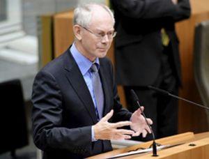 Los dieciseis estuvieron a punto de la ruptura de la zona euro el mes pasado, según Van Rompuy