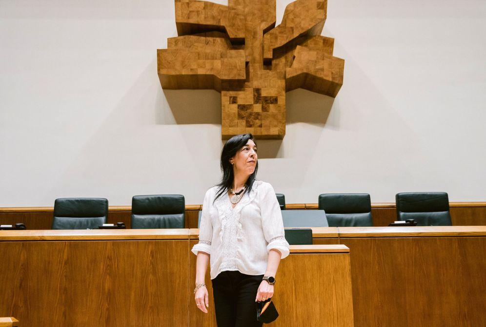 Foto: Amaia Martínez en el Parlamento Vasco. (EFE)