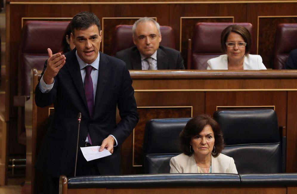 Foto: Pedro Sánchez, junto a la vicepresidenta, Carmen Calvo, este 27 de junio en el Congreso. (EFE)