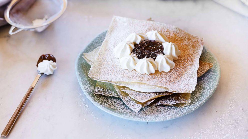 Milhojas de nata con dulce de leche, delicado postre crujiente