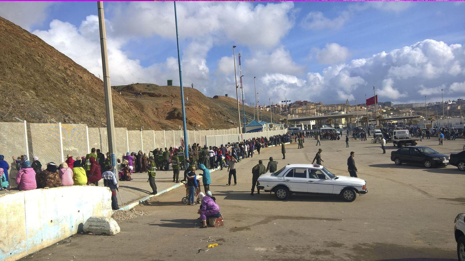 Foto: Imagen de archivo del paso en el punto fronterizo Tarajal I. (EFE)