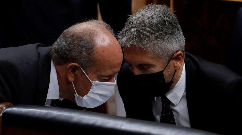 Foto: Los ministro de Justicia, Juan Carlos Campo (i) e Interior, Fernando Grande Marlaska (d). (EFE)