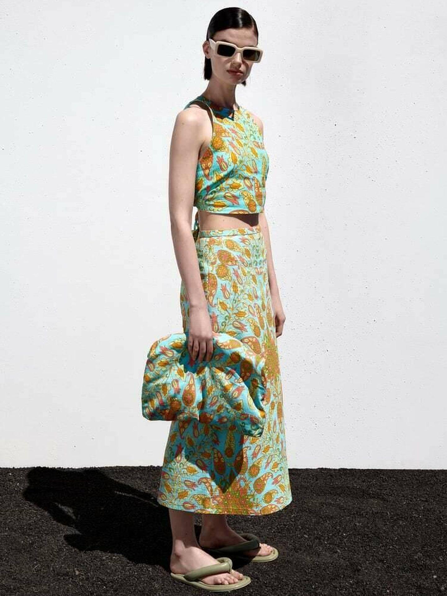 El conjunto de top y falda de Zara. (Cortesía)