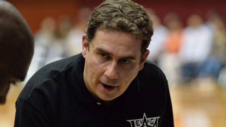 La extravagancia de Piti Hurtado, el analista más rebelde del baloncesto en televisión
