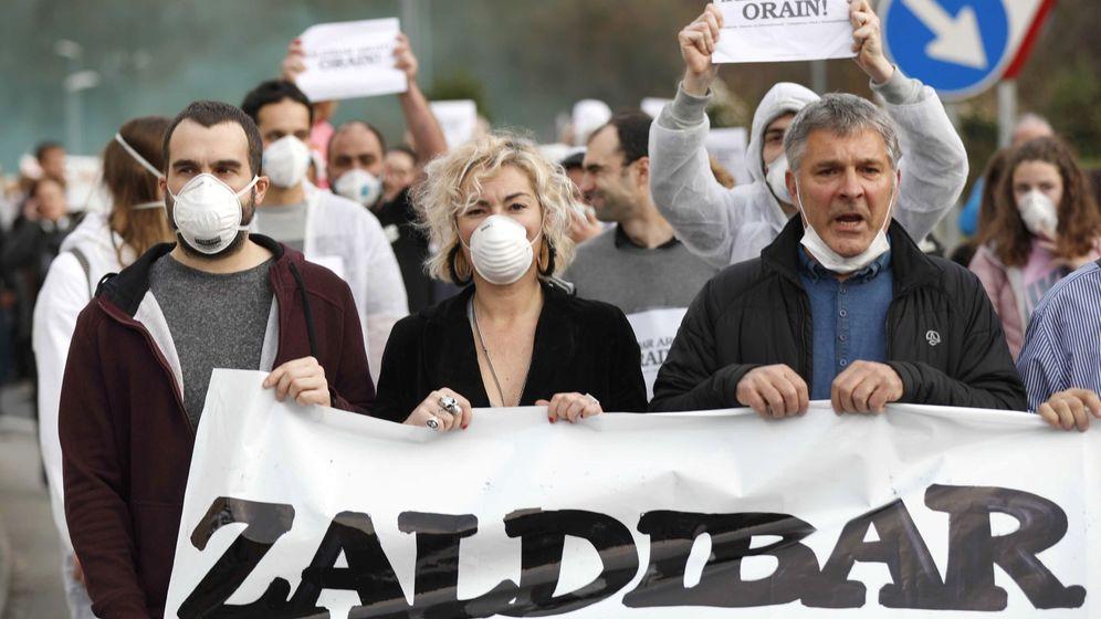 Foto: Imagen de la manifestación para pedir el esclarecimiento de las causas del incendio en el vertedero. (EFE)