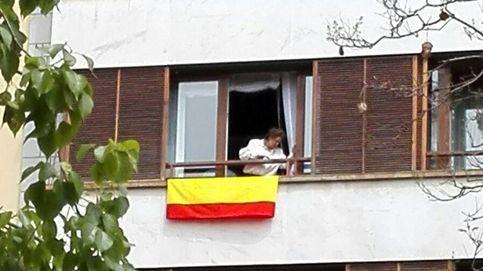 Rita Barberá contesta a Joan Ribó con una bandera rojigualda desde su casa