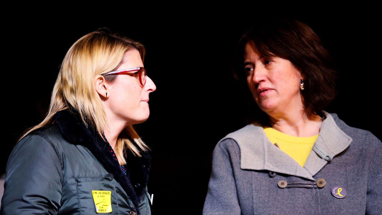 La consellera de Presidencia, Elsa Artadi (i), y la presidenta de la ANC, Elisenda Paluzie. (EFE)