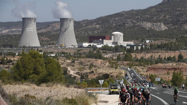 Las nucleares se ponen al ralentí ante el alza de impuestos y el hundimiento de la luz