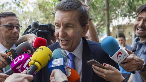 La Fiscalía archiva dos denuncias contra Moix por la firma heredada en Panamá